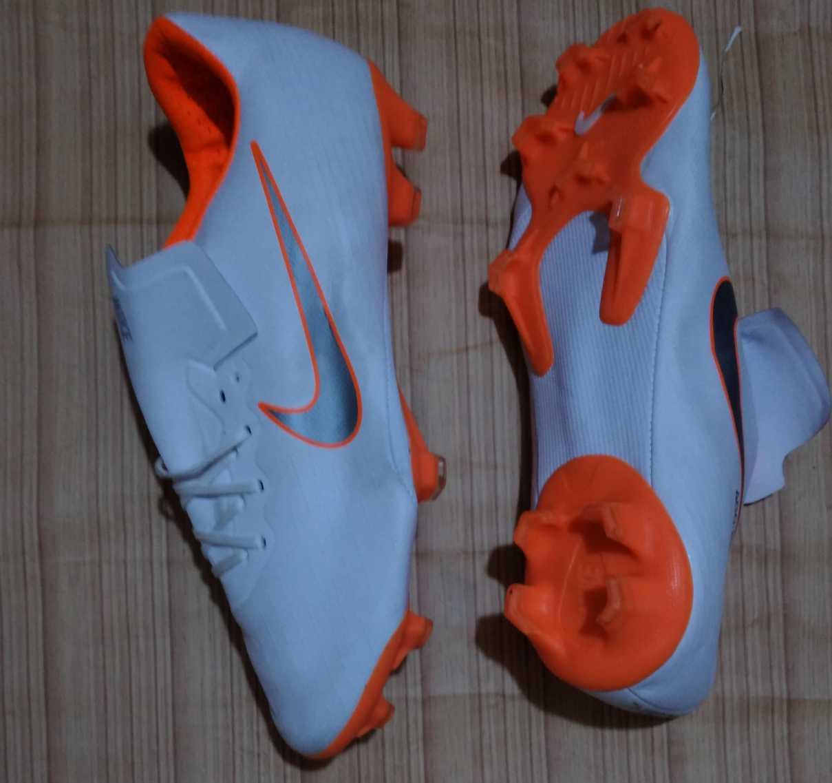 Nike mercurial soccer boot